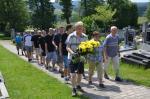 004 Uctění památky fotbalistů na místním hřbitově.