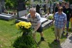 006 Uctění památky fotbalistů na místním hřbitově.