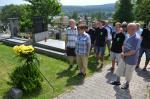 007 Uctění památky fotbalistů na místním hřbitově.