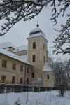 Kostel s klášterem